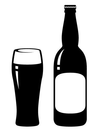 Bottiglia di birra e vetro con un'etichetta vuota Archivio Fotografico - 24232620