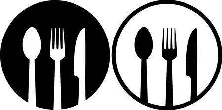 twee restaurant bord met lepel, vork en mes