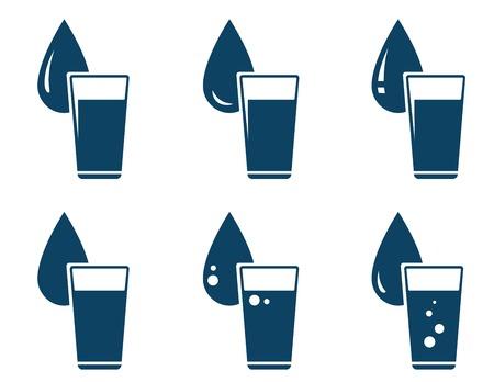 rinfreschi: set di acqua di vetro con goccia su sfondo bianco