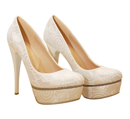 Chaussures élégantes de mariage à talons hauts, isolé