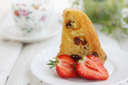 rum and raisin cake with fresh strawberries  Stok Fotoğraf