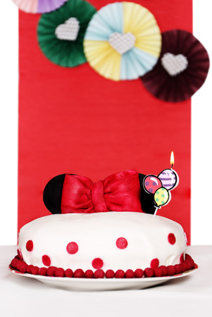 minnie mouse: Mastic Cake decorated with ears of Minnie Mouse and a bow