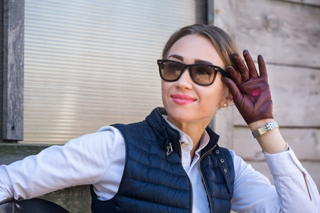 Beautiful girl in gloves with a heart 免版税图像 - 109409360