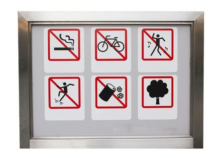 cycles: Realista precauci�n Seis safty proh�be signo en el marco de aluminio: Todo, incluido el tabaquismo, y los ciclos, no hay baile, hay basura, No skate y �rbol. Foto de archivo