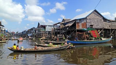 tonle sap: Kampong Phluk, floating village on Tonle Sap, Cambodia