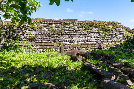 Inside Nan Madol walls: central Nandauwas part: masonry (stonework) of large basalt slabs, ruins in the jungle, Pohnpei island, Micronesia, Caroline islands, Oceania. Imagens
