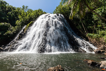 Kepirohi Waterfall in a jungle with palm trees around, near Nan Madol ruins, Pohnpei island, Federated states of Micronesia, Oceania. Imagens