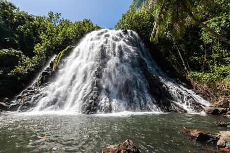 Kepirohi Waterfall in a jungle with palm trees around, near Nan Madol ruins, Pohnpei island, Federated states of Micronesia, Oceania. 版權商用圖片