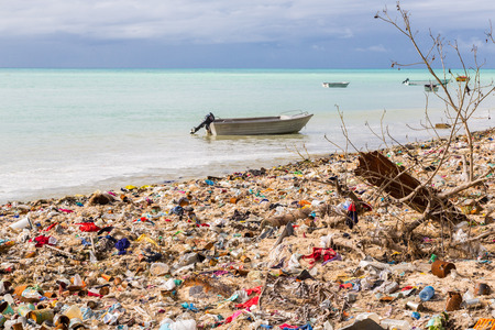 Garbage dump, landfill on Micronesian atoll sand beach, South Tarawa, Kiribati, Oceania, South Pacific Ocean. Ecological and garbage management problems of island nations. Pollution and global warming Banco de Imagens