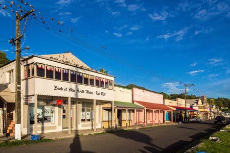 Levuka, Fiji - Jan 9 2015: Colourful vibrant street of old colonial capital of Fiji - Levuka town, Ovalau island, Lomaiviti archipelago, Fiji, Melanesia, Oceania, South Pacific Ocean. UNESCO heritage. 新聞圖片