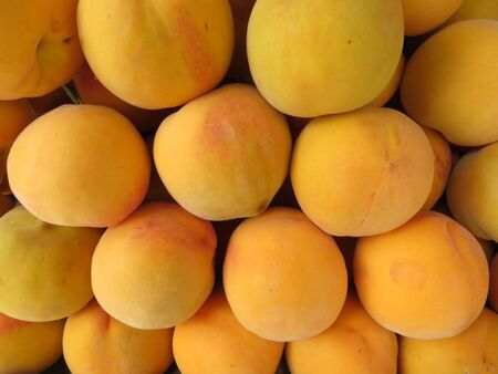 Beautiful peaches of nice color and delicious flavor