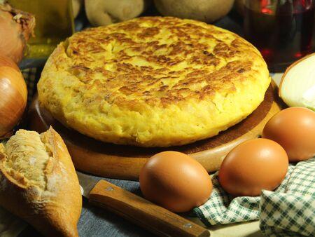 Typical spanish potato omelet original traditional tasty delicious 免版税图像 - 150231748