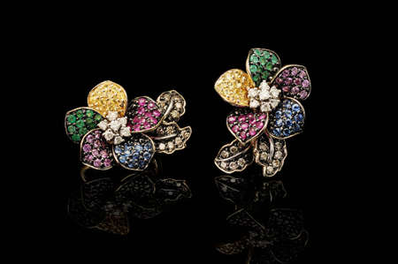 brilliants: Gold earrings with color gems