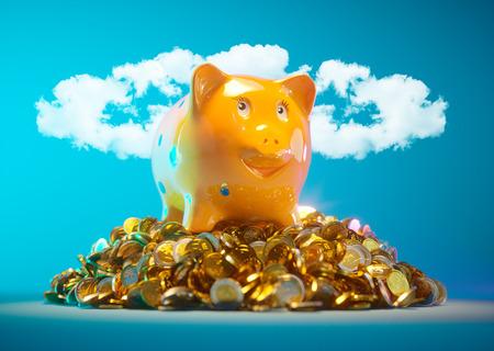 Spaarvarken met geldvoorraad en wolken in halo-vorm op de achtergrond Stockfoto