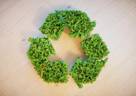 나무 책상에 재활용 기호