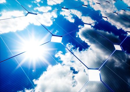 Zonne-energie concept. Blauwe hemel reflectie op fotovoltaïsch paneel. 3D-rendering. Stockfoto