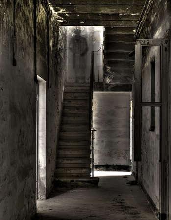 マルタでは、古い階段で不気味な幽霊のよう幻影 写真素材