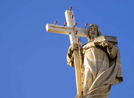 中世イエスキ リストの像 Luqa マルタの教区の教会の上に発見することができます。 写真素材