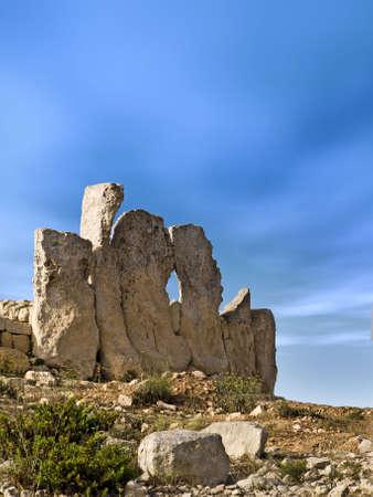 neolithic: El edificio m�s antiguo de pie en el mundo - templos neol�ticos de Hagar Qim en Malta  Foto de archivo