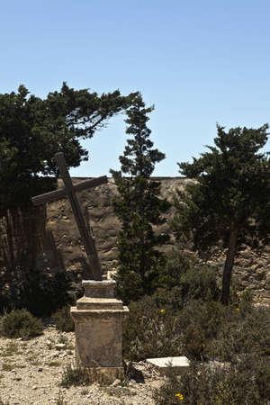 disused: El cementerio abandonado y en desuso en la peque�a isla de Comino en Malta.