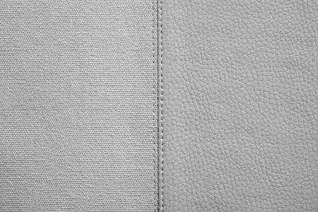 imitation leather: la combinazione cucito di due texture di colore grigio di tessuto grezzo e similpelle per astratto e per sfondi di festa Archivio Fotografico