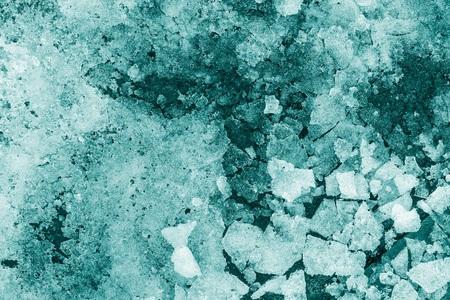 slush: slush abstraite � partir de morceaux de neige et de la glace de couleur indigo Banque d'images