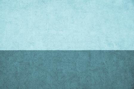 空と純粋な背景の 2 つの青いトーンのストライプの石膏の抽象的なテクスチャ