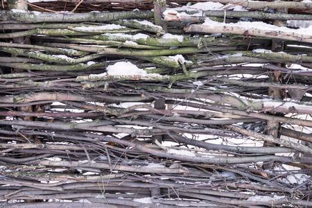 Verschneite Flechtwerk Oder Zaun Aus Holz Zweige Fur Die Naturliche