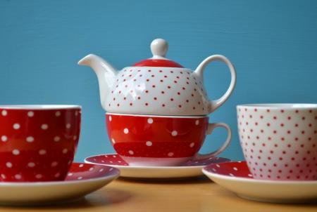 lunares rojos: Red polka dots tetera con dos tazas de t�
