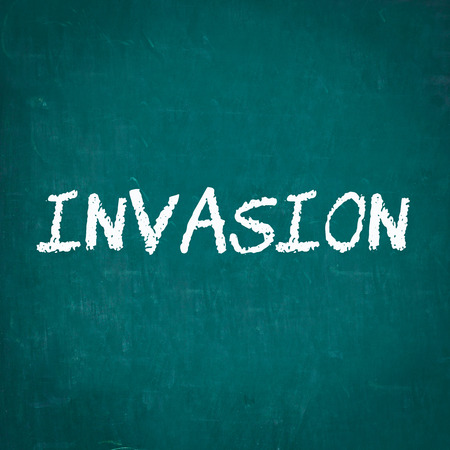 invasion: INVASION �crit sur tableau noir Banque d'images