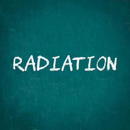 radiacion: RADIACIÓN escrita en la pizarra Foto de archivo