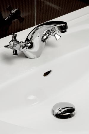 to sink: White sink wash basin