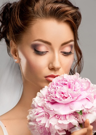 Portrait of a beautiful bride with pink bridal bouquet Stock Photo - 10845058