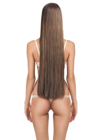 cabello lacio: Parte trasera de la hermosa mujer con largo cabello lacio castaño y cuerpo delgado. Aisladas sobre fondo blanco Foto de archivo