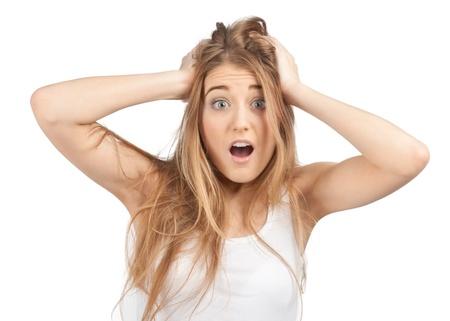 Portrét překvapený vzrušený žena křičí ohromen v šoku. Krásná dívka na bílém pozadí v ležérní bílé oblečení. Reklamní fotografie - 10855823
