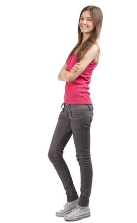 persona de pie: Retrato de longitud completa de una joven feliz de pie con las manos dobladas sobre fondo blanco Foto de archivo