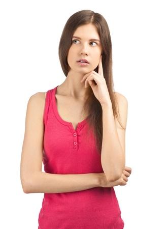 adolescente pensando: Retrato de pensar encantadora joven mirando a otro lado, aislados en blanco Foto de archivo