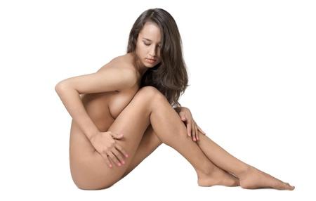 mujer desnuda sentada: mujer bonita y posando desnuda sentada, aislado en blanco