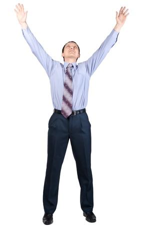 manos levantadas: Retrato de cuerpo entero del hombre de negocios alegre con las manos levantadas en señal de victoria, sobre fondo blanco