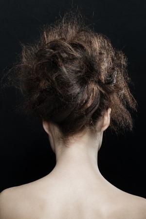 black girl: Mode Studio Portrait der jungen sch�nen Frau mit Phantasie Hochsteckfrisur. Brunette mit Glamour Frisur. Frisur.