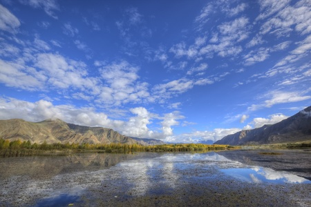 tibet: landscape of mountain, lake and trees under blue sky Stock Photo - 9070290