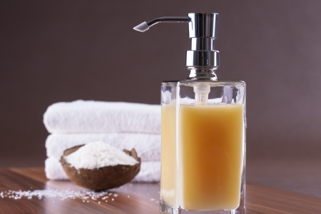 jabon liquido: Ser limpio - fresco y limpio - botella de jabón líquido de color naranja