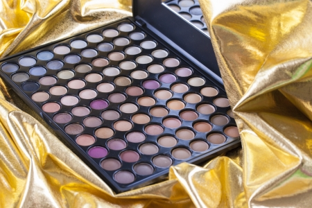 absolutely: Absolutely womans must-have an eye shadows - color make-up palette