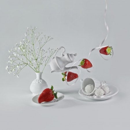 wight: Flying strawberries with white ribbon and decorative dishes