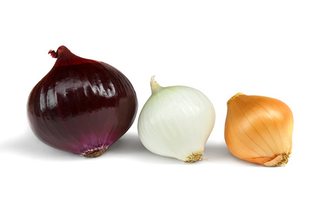 cebolla blanca: Some onions assorted isolated on a white background Foto de archivo
