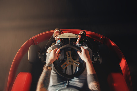 Ga kart speed rive indor ras Oposition ras Stockfoto