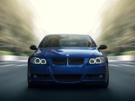 Moskau, Russland - 10. Mai 2015: Blaues Auto BMW 5er E90 / E91 Schnelle Geschwindigkeit Fahrt auf Stadtstraße
