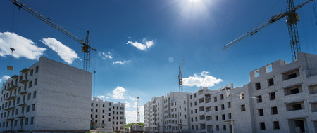 Kranbau Ziegel Beton Gebäude in der Stadt Standard-Bild