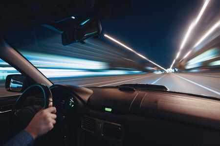 Azionamento velocità notte Auto sulla strada in città Archivio Fotografico - 61301891