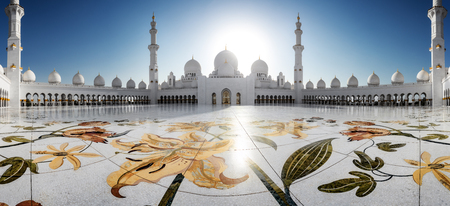 Sheikh Zayed Grand Mosque in Abu-Dhabi in the day Banco de Imagens